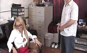 Handjob Tryout With Riley Evans
